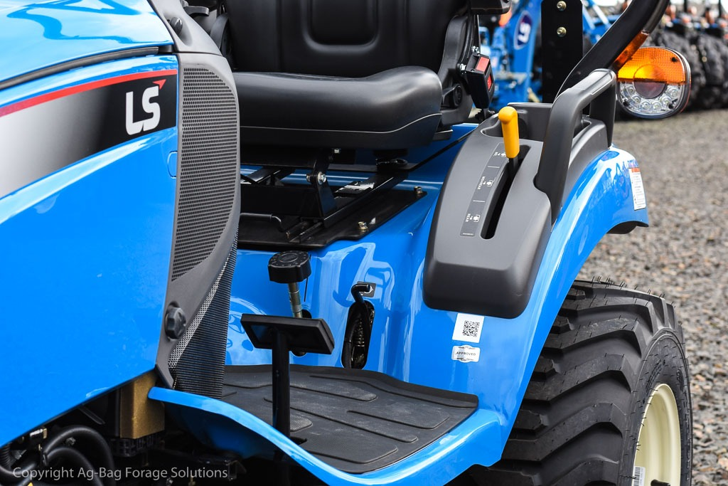 LS Tractor XG3135/XG3140 Value Compact Tractor - New Tractor